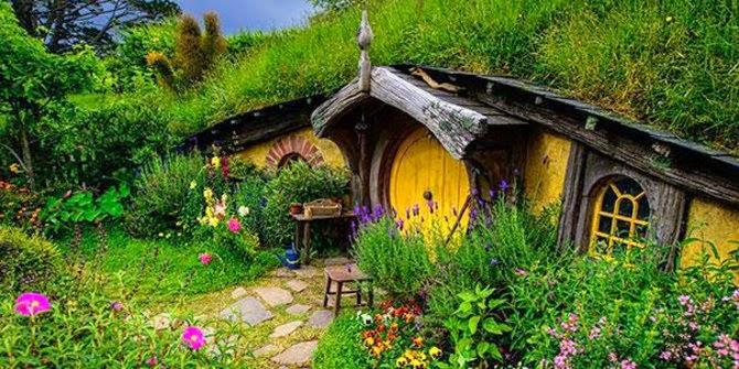 Rumah Hobbit Mangunan Bantul