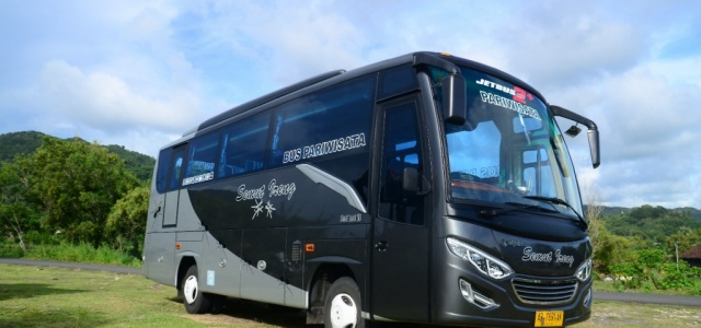 Medium Bus Karoseri Adi Putro